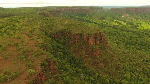 """Aerial view of """"cerrado"""" ecossistem and sedimentary rock formations of Chapada das Mesas, Carolina, maranhão, Northeast Brazil"""