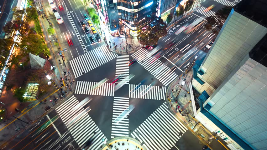 Time-lapse of a busy interestion in Ginza, Tokyo at night #1008053194