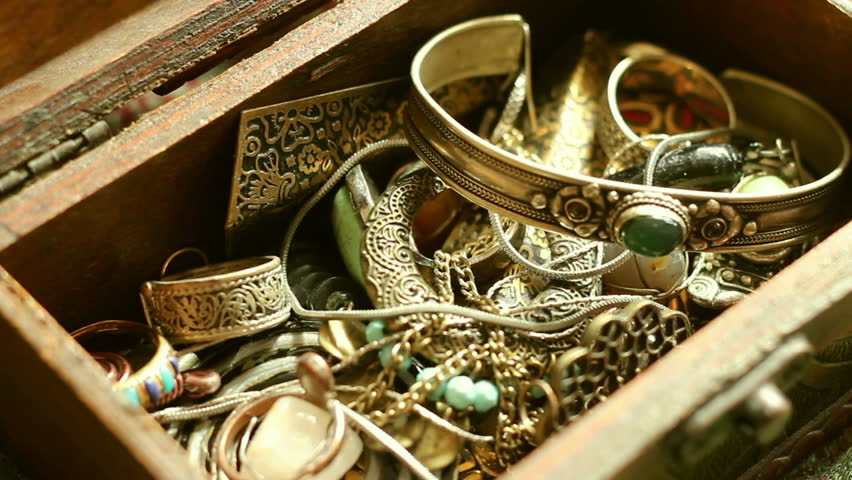 Focusing inside a treasure chest.