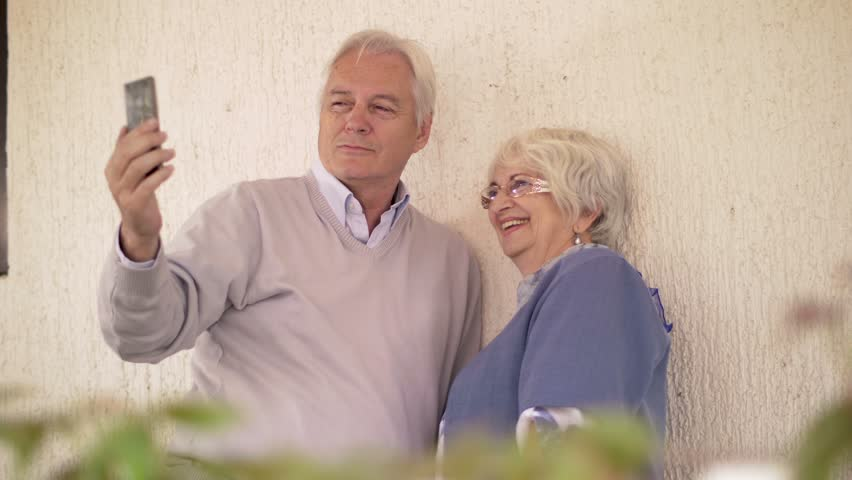online dating app for middle aged man Middle aged woman can look good but most of the time look old by age 50 and their wrinkles and sags are more noticeable single women in their 40s and 50s are increasingly feeling that their love lives are over as men their own age use online dating to cherry-pick.