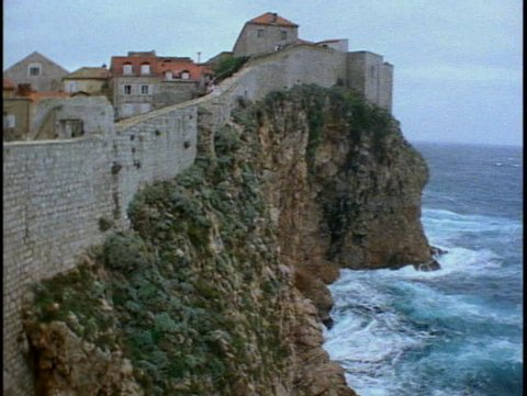 CROATIA, 1999, Dubrovnik, city walls, sea at base, castle on hill