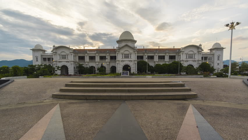 Timelapse of Majestic Ipoh Train Station during Sunset With Beautiful Cloud at Ipoh,Malaysia.Zoom In Effect.