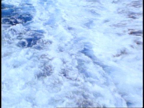 THE QUEEN ELIZABETH 2, 1982, Atlantic Ocean wake off ship