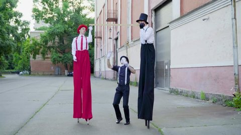 Stilts and mime do performance at the street