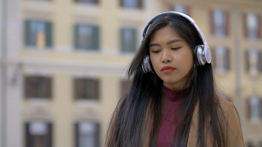 asian-riff-listen-sexy-big-ass-milf