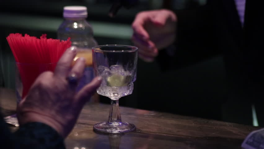 Making cocktail with fountain gun lime straw | Shutterstock HD Video #1023967004
