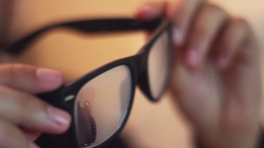 Cara Atasi Kacamata Berembun saat Pakai Masker
