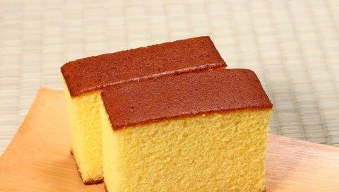Castella, sponge cake on tatami mat