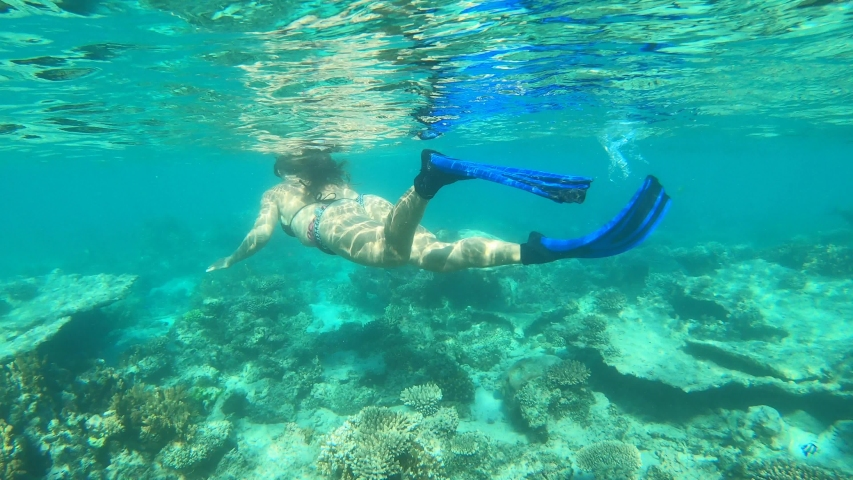grannies-sexy-woman-snorkeling
