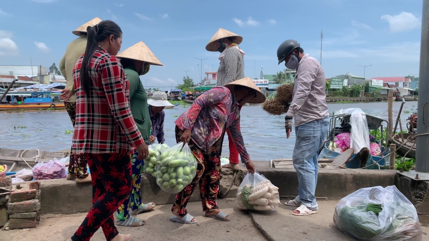 Soc Trang - Oct 13, 2019. Everyone are selling fruit in Nga Nam floating market    Shutterstock HD Video #1039020944