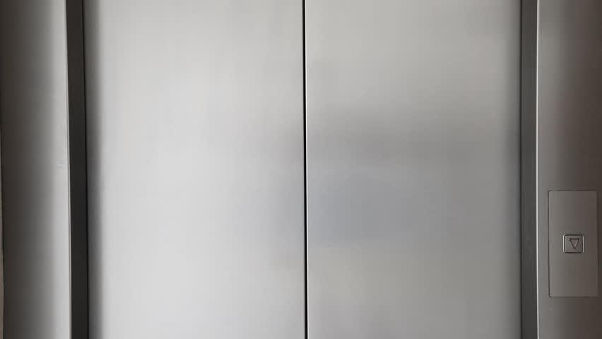 Elevator doors is opening
