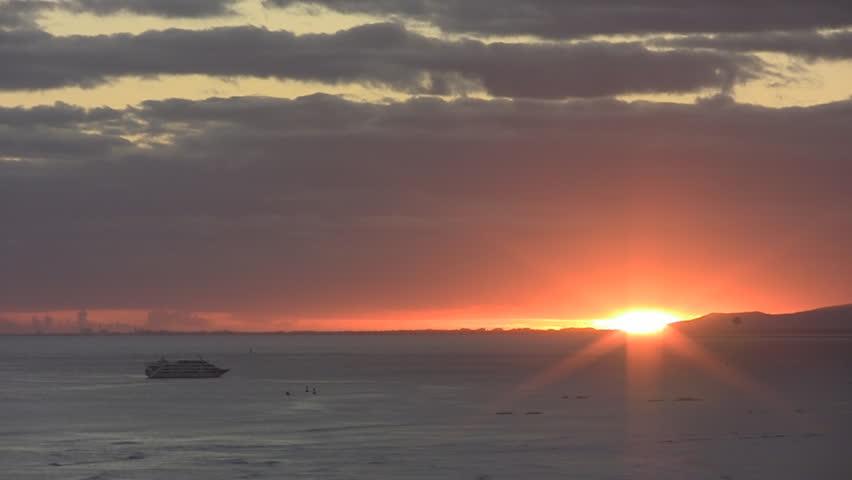 Para sailing at sunset in Waikiki. | Shutterstock HD Video #1105114