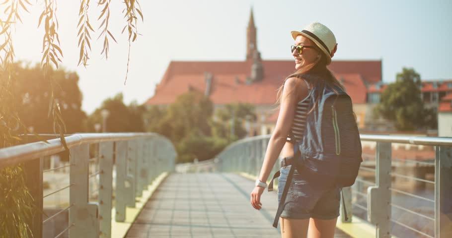 Hasil gambar untuk travelling girl