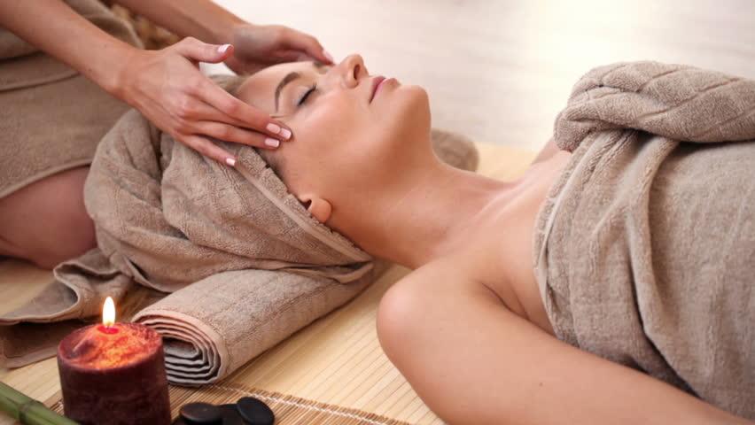 Young Women Getting Face Massage Video De Stock Totalmente Libre De Regalias 12590684 Shutterstock