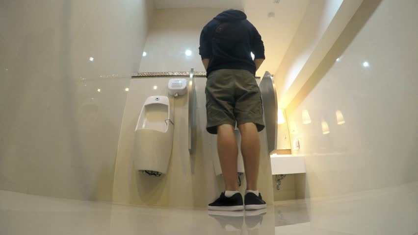 News cam peeing in the toilet