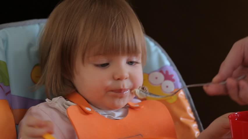 Hd0013hand With Spoon Feeding Cute Lovely Baby Girl