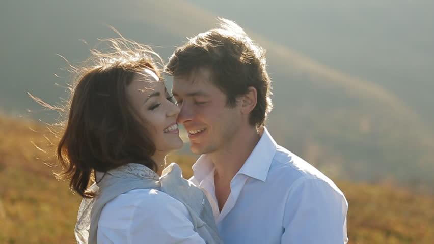 couple romantic look ile ilgili görsel sonucu