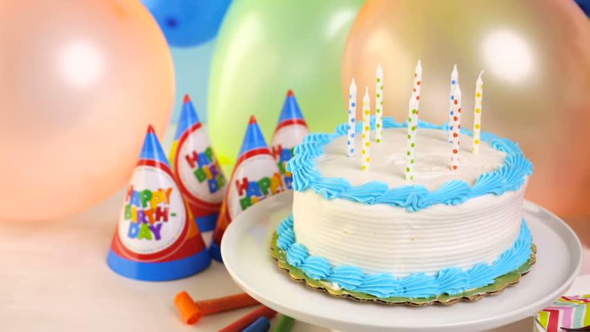 Stokovoe Video Simple White Birthday Cake With Absolyutno Bez