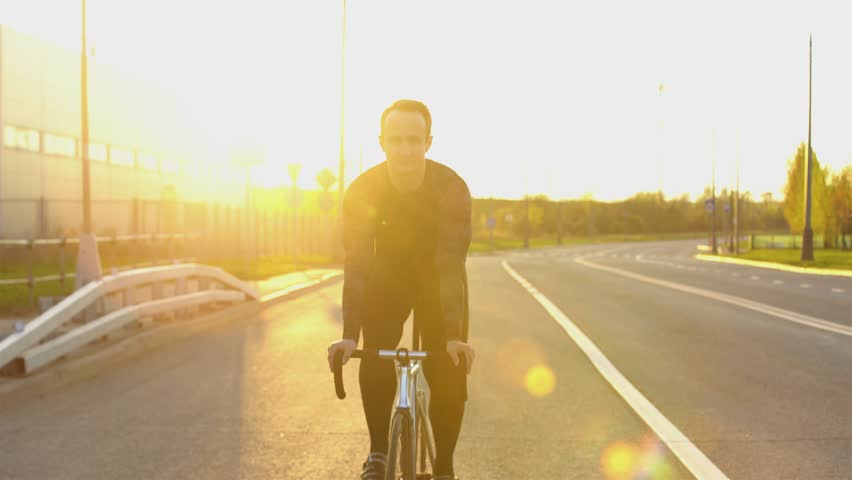 Man Riding Fixed Gear Bike Stock Footage Video (100% Royalty-free) 16703164  | Shutterstock