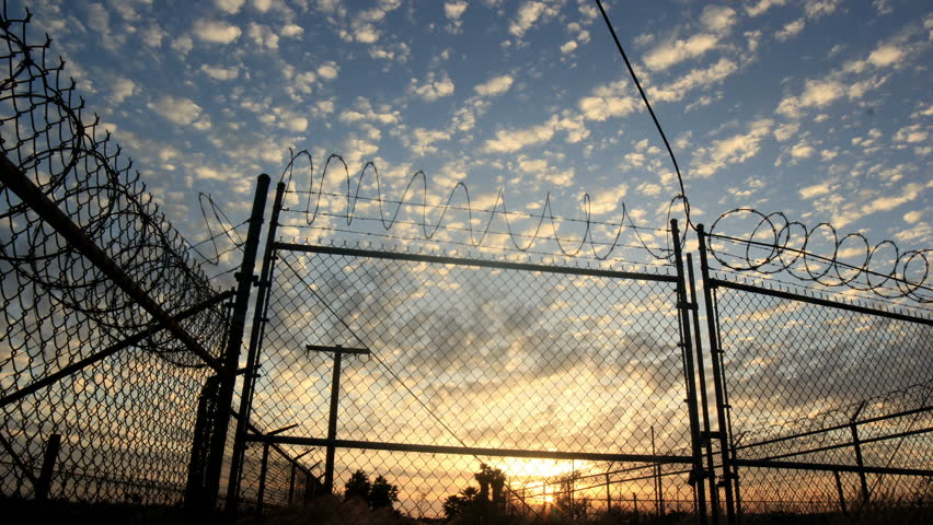 4k - Barbwire fence and amazing time lapse skies