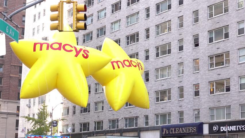 NEW YORK CITY, NY - NOVEMBER 26 : Macy's Star Balloons at beginning of Macy's 89th annual Thanksgiving Parade on November 26, 2015 in New York City, New York.