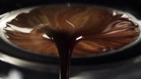 espresso brewing with bottomless portafilter with extraction in 180fps slowmo