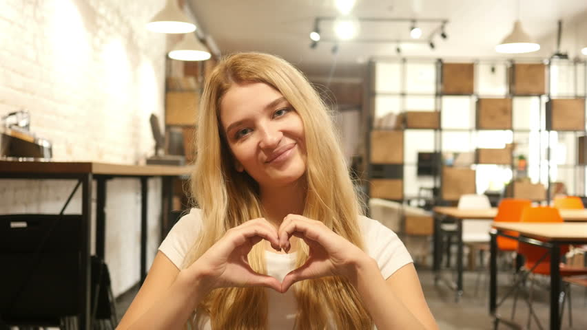 Online-Video-Chat mit heißen Mädchen