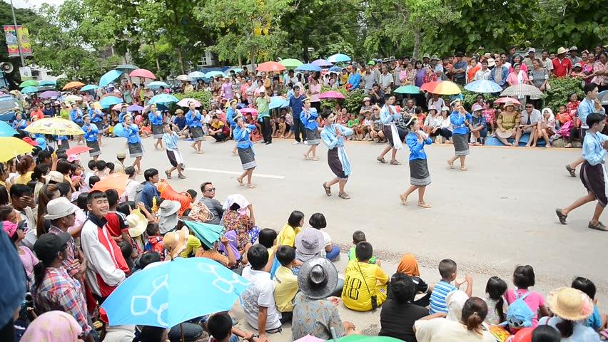 LOEI, THAILAND   JUN 20 : Thai People Dance Dancing Thai Style For Show  People