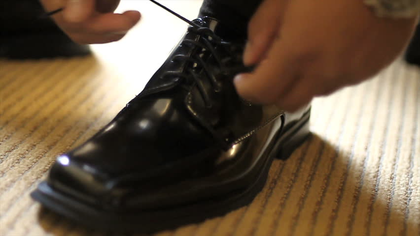 Shoes tying