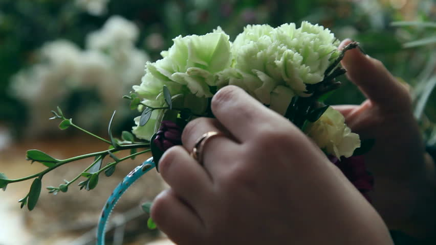 Master class of a florist making flower ring.