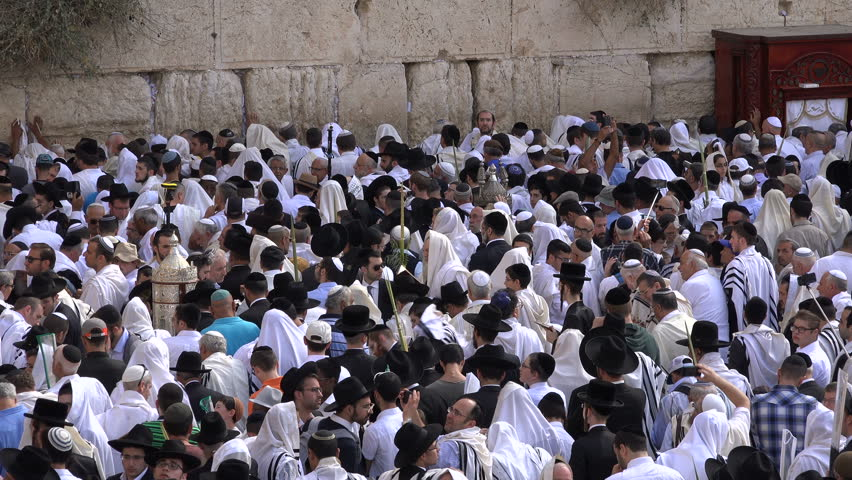 Jerusalem israel 19 october 2016 religious jews take photos jerusalem israel 19 october 2016 israel religion jewish people in traditional dress sciox Image collections