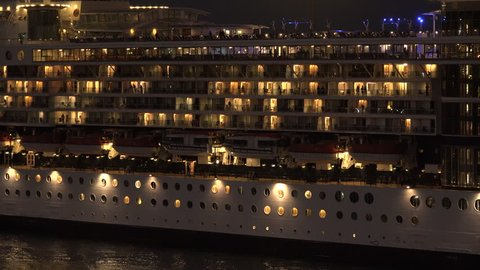 The night comes in the cruise