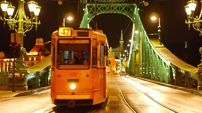 """Képtalálat a következőre: """"budapest public transport at night"""""""