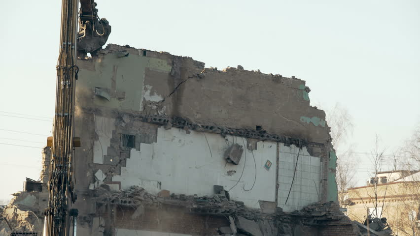 Demolition tool pulling down high wall, removing obstacle, breaking regime
