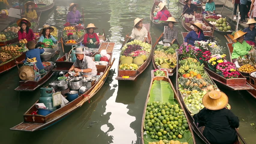 Bangkok. DAMNOEN SADUAK,  - JULY 12, 2016: Damnoen Saduak this large and popular floating market is about 100 km southwest of Bangkok in Ratchaburi province , Floating market is famous in Thailand