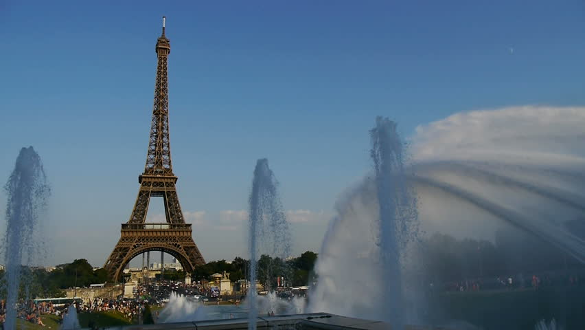 eiffel tower with spectacular fountains