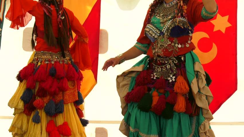 gypsy women dancing