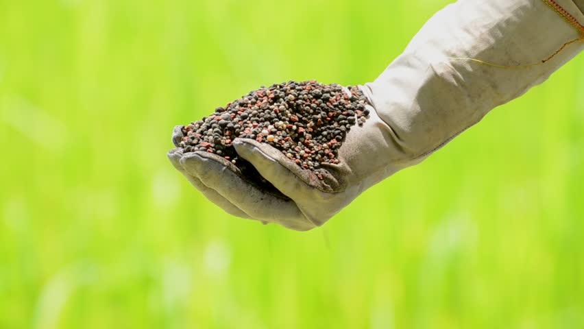 Header of fertilizer