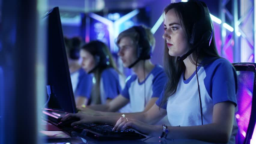Kết quả hình ảnh cho gamer girl esport