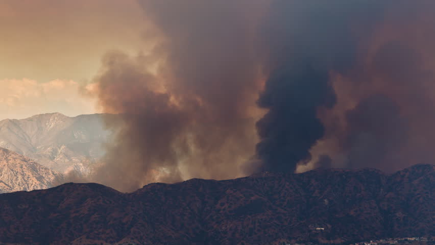 La Tuna Canyon Fire in Burbank near Los Angeles Day Smoke Timelapse