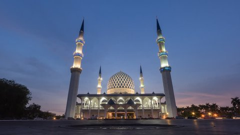 4K Sunset Time Lapse at Sultan Sallehuddin Abdul Aziz Shah Mosque in Shah Alam, Malaysia, Slider Motion Timelapse effect.