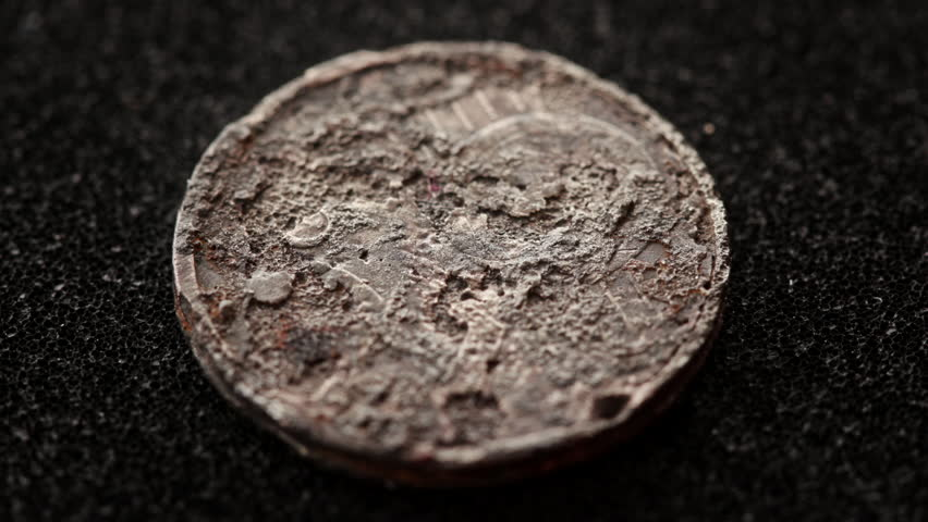 electrolysis cleaned rusted coin zoom in