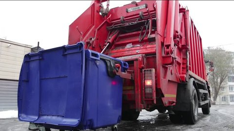 garbage truck lifts the container