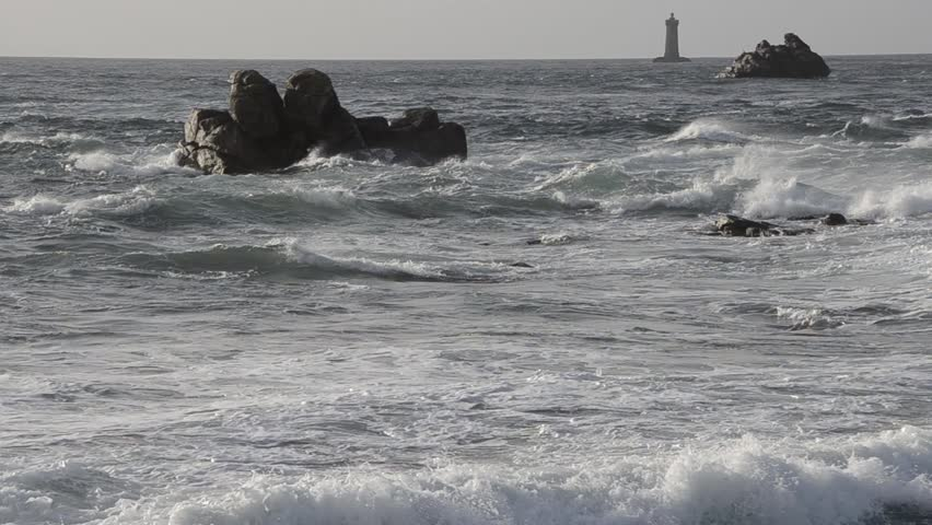 Heavy sea with giant waves at Porspoder