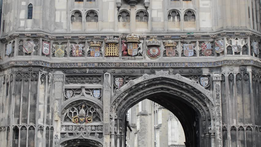 4cb687d95003 The main entrance gate to Canterbury Cathedral in the old town of Canterbury