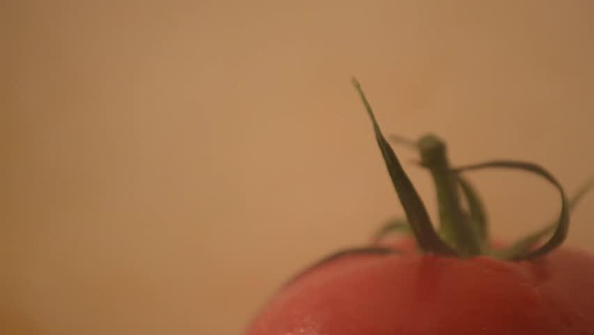 Rotating Tomato - Crane Down