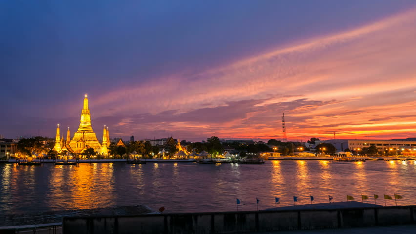 WAT ARUN TEMPLE AT SUNSET - Bangkok Timelapse