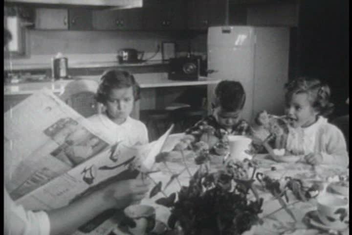 1950s - 1955 dramatization of a nuclear attack on Portland, Oregon.