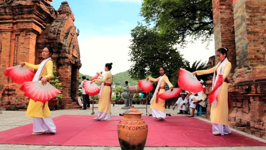 Nha Trang - JULY 18: Local folk dance show at Po Nagar towers on July 18, 2013