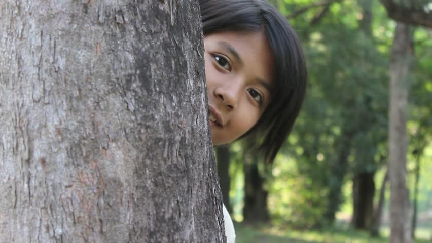 「Hide and Seek: Young Girl」の動画素材(完全ロイヤリティフリー)4826954
